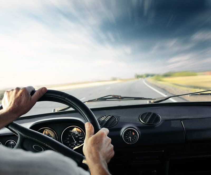 یو اے ای میں حادثات سے بچاﺅ کے لیے نئے ٹریفک قوانین نافذ