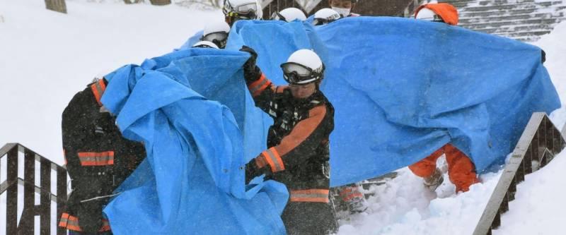 جاپان میں برفانی تودے کی زد میں آکر8 طالبعلم ہلاک،30 زخمی ہوگئے