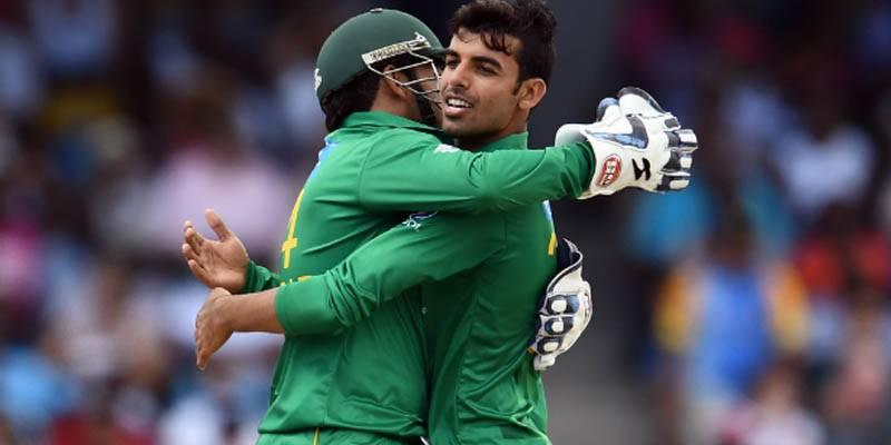 شاداب خان پہلے دو میچز میں مین آف دی میچ کا ایوارڈ حاصل کرنے والے پہلے پاکستانی کھلاڑی بن گئے
