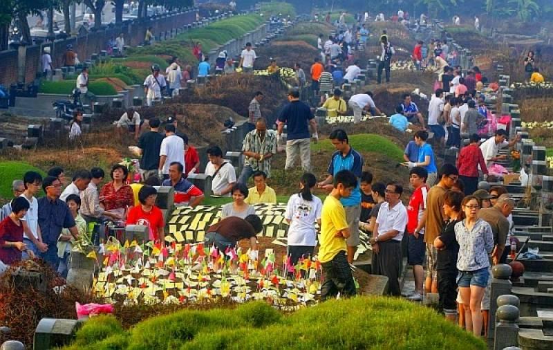 کنگ منگ کا تہوار ، 53لاکھ چینیوں کی قبروں پر حاضری