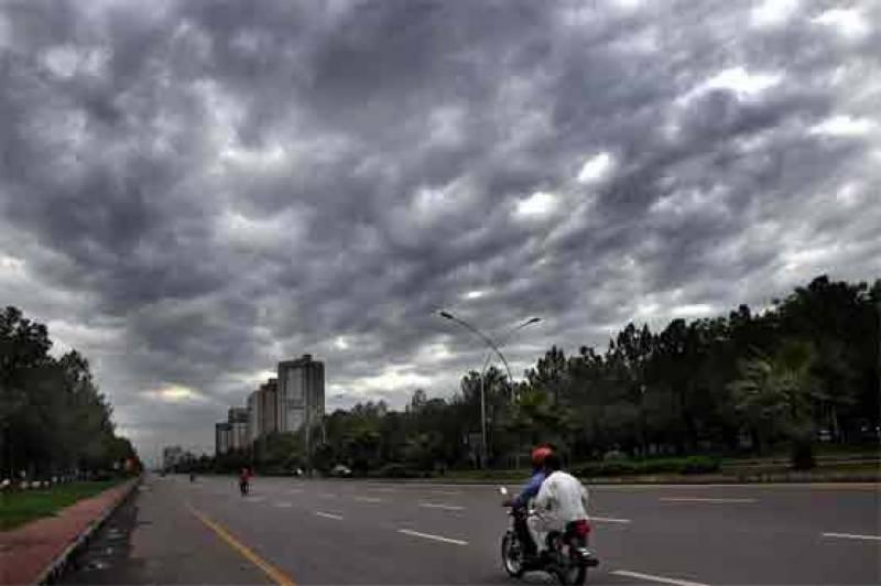 برستے بادلوں اورٹھنڈی ہواؤں نے گرمی کازور توڑدیا