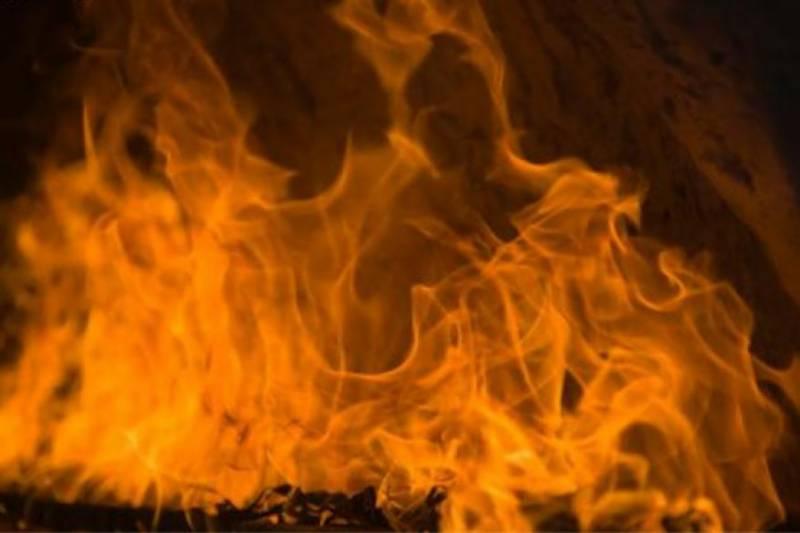 لاہور: ٹمبر مارکیٹ میں فیکٹری میں لگی آگ پر قابو پا لیا گیا