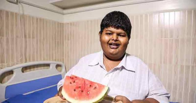 دس آدمیوں کے برابر کا کھانا کھانے والا بھارتی بچہ