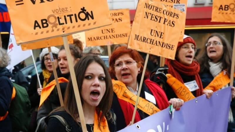 فرانس میں جسم فروشی سے متعلق قانون کے خلاف مظاہرے
