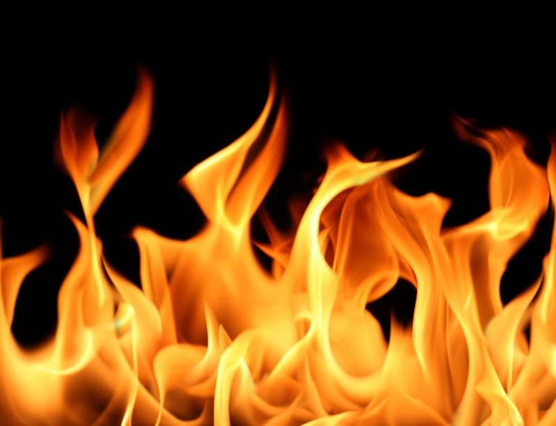 سکھرمیں 4 نوجوانوں نے 10سالہ بچے پر پیٹرول چھڑک کر آگ لگادی