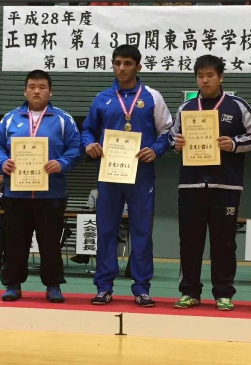 جاپان: جونیر ریسلنگ چیمپئن شپ میں جھارا پہلوان کے بھتیجے نے میدان مار لیا