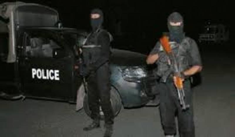 چارسدہ میں دہشت گردی کا بڑا منصوبہ ناکام، پولیس نے بروقت سہولت کار کو رنگے ہاتھوں پکڑلیا