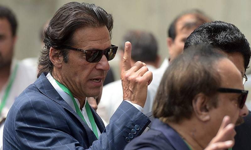 پانامہ کا فیصلہ نواز شریف کے حق میں آنے کے بعد عمران خان احاطہ عدالت سے واپس چلے گئے