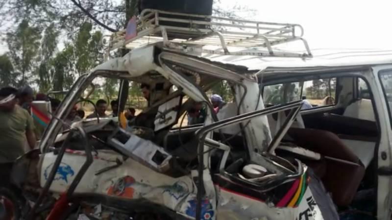 جلالپو ر بھٹیاں حافظ آباد روڈ پر پیلو کھرل کے قریب ٹریفک حادثہ ،متعددافراد زخمی