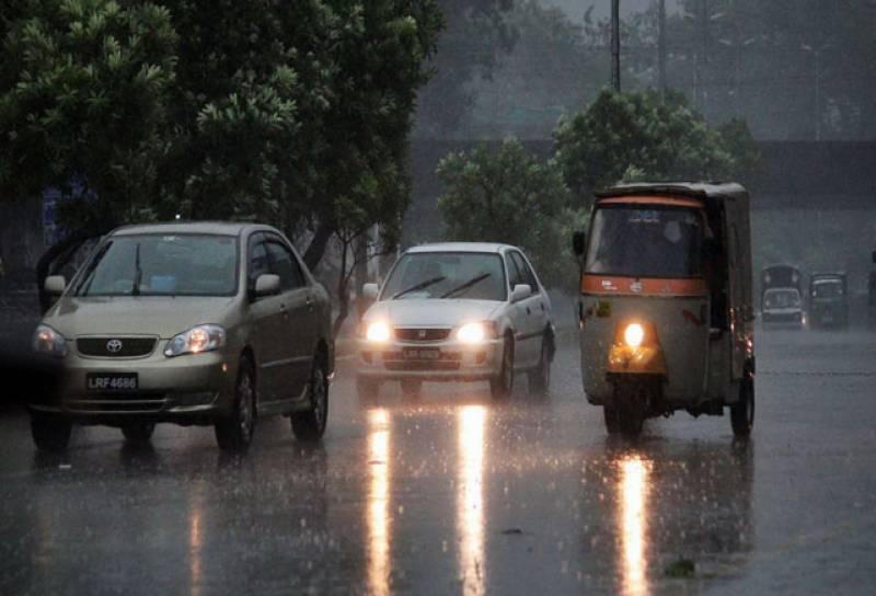 ملک کے بیشتر شہروں میں آندھی اور بارش ، گرمی کا زور ٹوٹ گیا