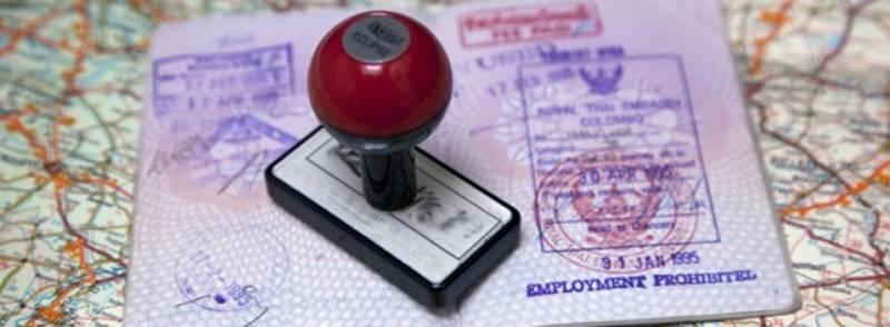 متحدہ عرب امارات میں رہنے والے اپنے والدین کو کس طرح یو اے ای میں مستقل طور پر بلوا سکتے ہیں ؟