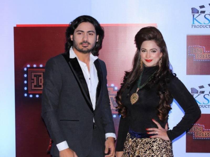 اداکارہ نور سابق شوہر سے لڑ پڑیں، ولی حامد کو ہوٹل سے نکلوا دیا