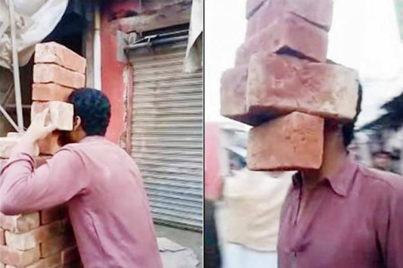دانتوں سے چھ بھاری اینٹیں اٹھانے والے پاکستانی نوجوان کی ویڈیو سوشل میڈیا پر وائرل