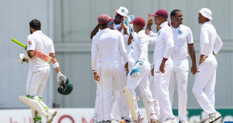 آسان ہدف کے تعاقب میں پاکستانی ٹیم کے 5 کھلاڑی آؤٹ ہو گئے
