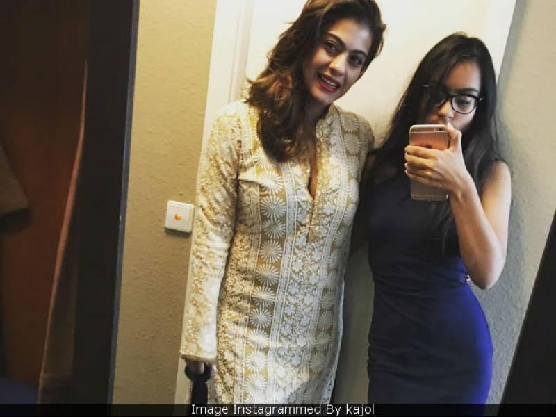 کاجول نے اپنی بیٹی نیساکے ساتھ تازہ تصویر سوشل میڈیا پر شیئر کر دی
