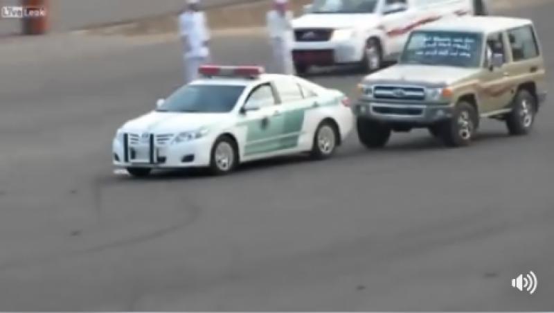سعودی شہری کی چیپ سے پٹرولنگ پولیس کی گاڑی کو ٹکرمارنے کی ویڈیو سوشل میڈیا پر وائرل ہو گئی