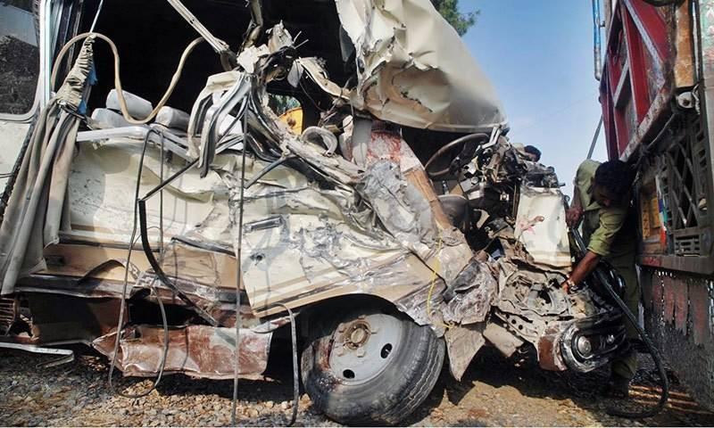کراچی: ٹریفک حادثے میں تین بچے اور ایک خاتون جاں بحق