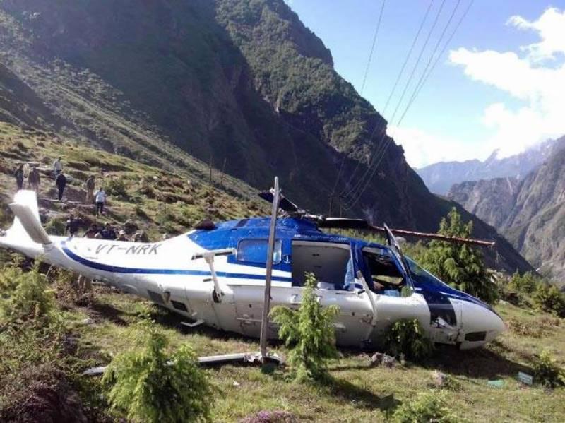 بھارت: اترکھنڈ میں ہیلی کاپٹر گر کر تباہ، ایک شخص ہلاک، پائلٹ زخمی