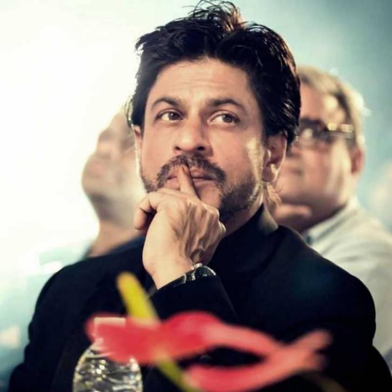 شاہ رخ خان ٹرین تلے آنے والے نوجوان کی وجہ سے جیل جا سکتے ہیں