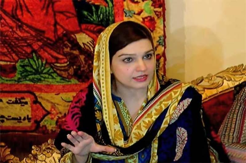 اوول میں کشمیری پاکستانی پرچم لیکر جائیں، مشعال ملک