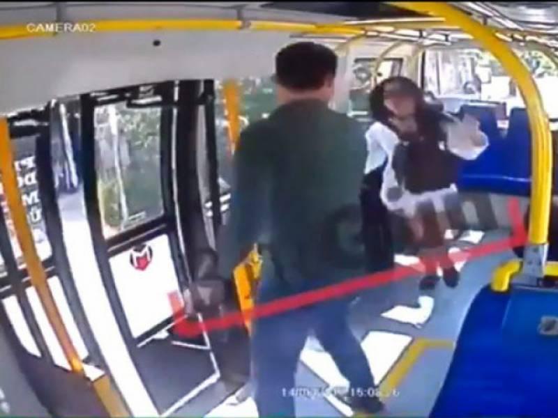 رمضان میں چھوٹے کپڑے پہننے پر ترکی میں لڑکی پر حملہ