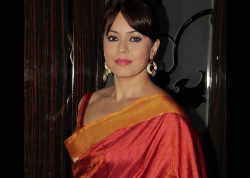 معروف بھارتی ادکارہ ماہیما چوہدری کے بھائی اور بھابی ٹریفک حادثے میں ہلاک