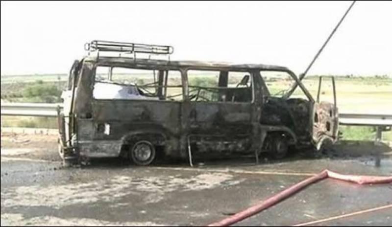 ملتان : مسافر ویگن میں ہونےوالی آتشزدگی میں 6 افراد جھلس کر ہلاک