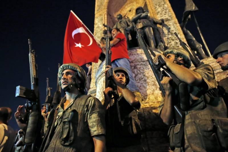 ترکی میں ناکام فوجی بغاوت کا ایک سال مکمل، مزید سات ہزار ملازم برطرف