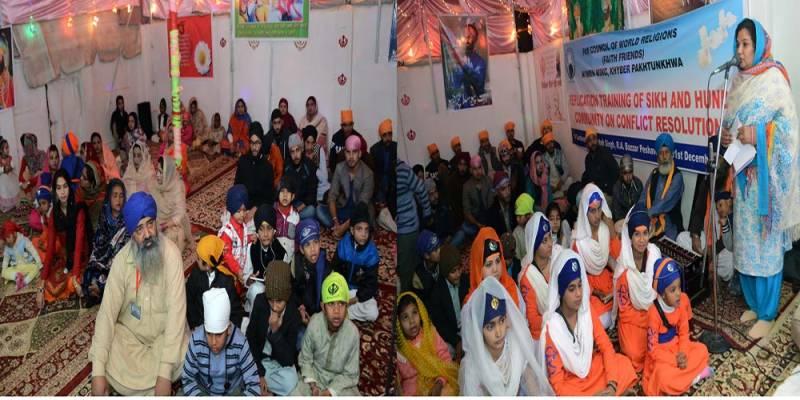 پشاور سکھ کمیونٹی کے بچوں کو تعلیم حاصل کرنے میں مشکلات کا سامنا