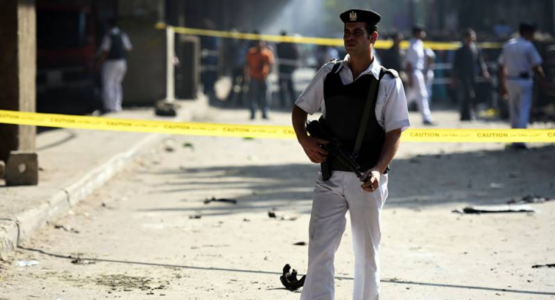 مصر میں مسلح افراد کے پولیس چوکی پر حملے کے نتیجے میں2 پولیس افسروں سمیت5 اہلکار ہلاک ہو گئے