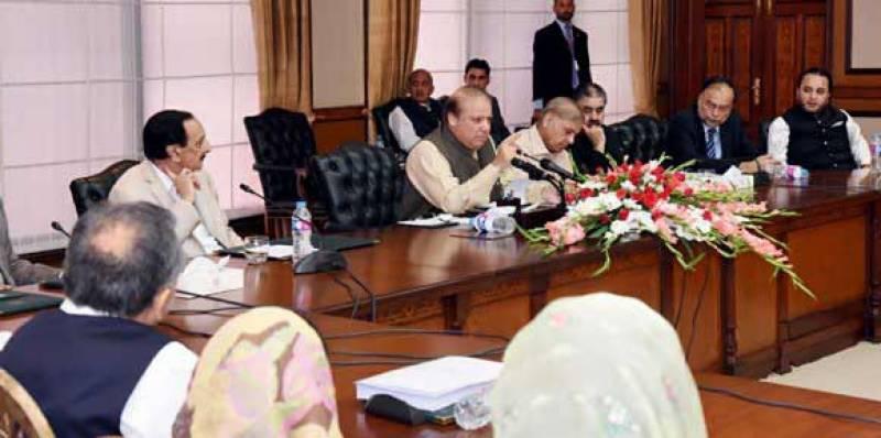 مشاورت کیا کروں آف دی ریکارڈ باتیں میڈیا تک پہنچ جاتی ہیں: وزیراعظم