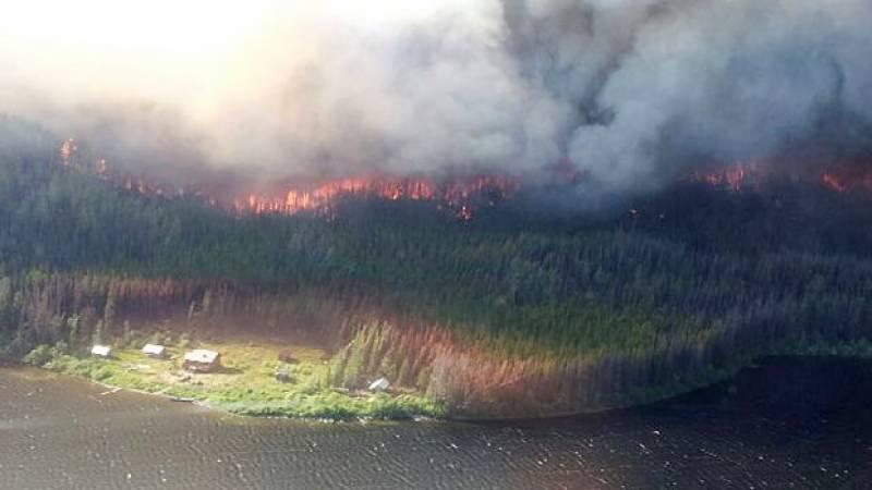 کینیڈا، جنگلات میں لگی آگ کی شدت میں مسلسل اضافہ، 37ہزار افراد محفوظ مقامات پر منتقل