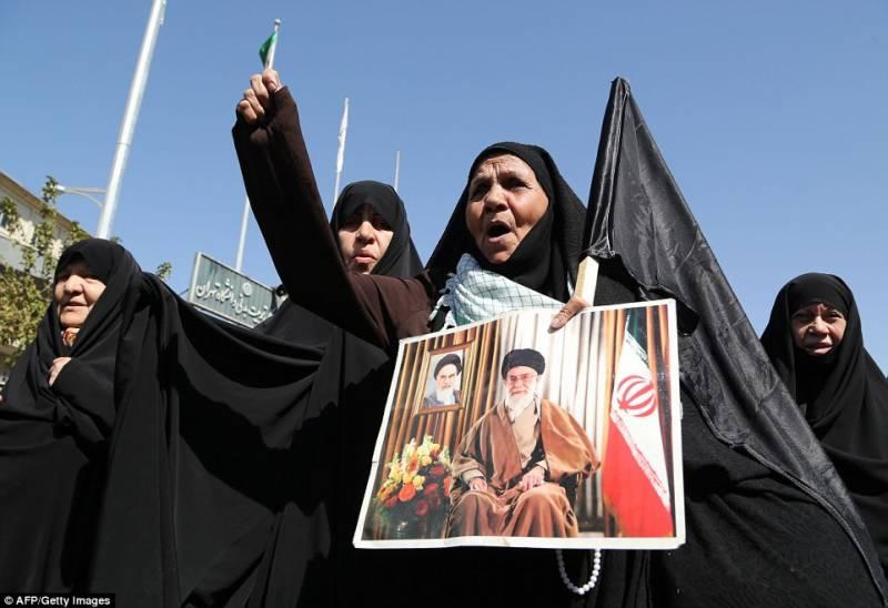 ایران میں عرب ممالک سے نفرت کے بڑے بڑے سائن بورڈزآویزاں