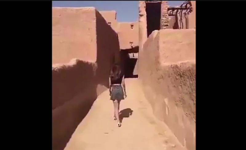 سعودی عرب میں مِنی سکرٹ میں ویڈیو پوسٹ کرنے والی خاتون سے تفتیش