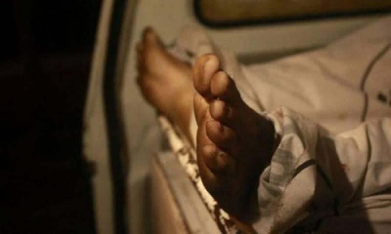 گوجرانوالہ ڈسٹرکٹ ہیڈکواٹرہسپتال میں مریض اور مردے کو ایک ہی بیڈ پر لٹا دیاگیا