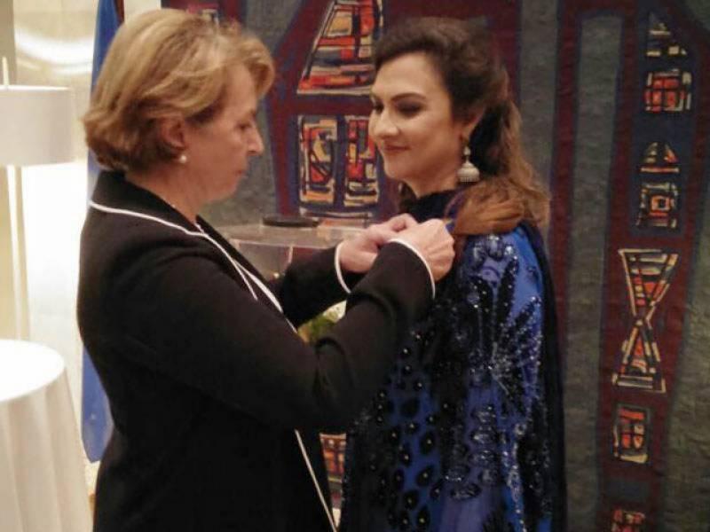 فرانسیسی صدر نے ماروی میمن کو خصوصی ایوارڈ سے نواز دیا