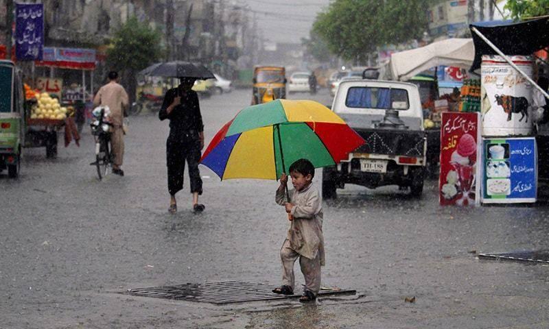 پشاورمیں بارش سے موسم خوشگوار،شہریوں نے سکھ کا سانس لیا