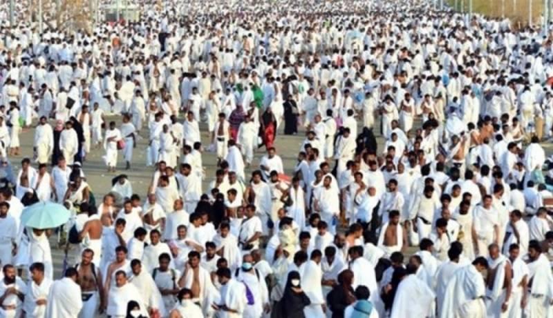 عراقی عازمین حج کا 1175 افراد پر مشتمل پہلا قافلہ بری راستے سے سعودی عرب داخل