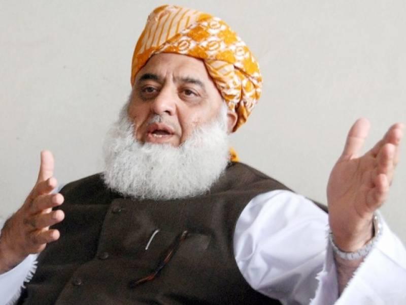 ایک دوسرے پر کیچڑ اچھالنے کی سیاست کا خاتمہ ہونا چاہئے : مولانا فضل الرحمن