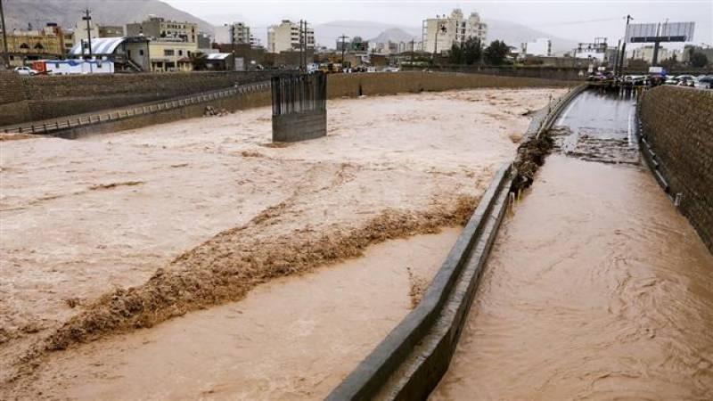 سیلاب کے بعد ایران کے کئی دیہات کا دنیا سے رابطہ منقطع