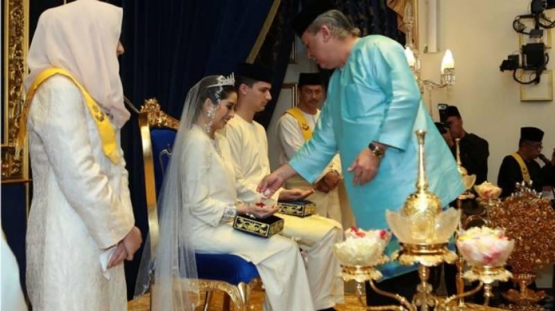 ملائشین شہزادی کی عام فٹبالر سے شادی