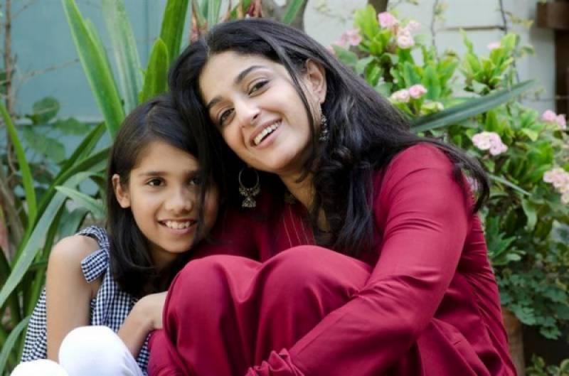 پاکستانی اداکارہ نادیہ جمیل برطانیہ میں نسلی تعصب کا شکار