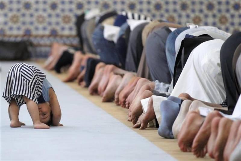 سعودی عرب سمیت خلیجی ممالک اور یورپ و امریکہ میں عید الاضحیٰ آج منائی جا رہی ہے، حجاج کرام رمی کیلئے منیٰ روانہ
