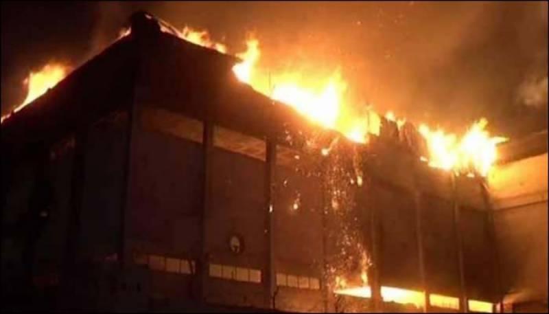 کراچی میں بارشوں کے بعد آگ نے تباہی مچا دی
