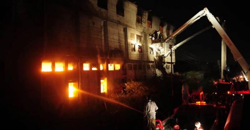 کراچی میں چپل کی فیکٹری میں لگنے والی آگ پر قابو پا لیا گیا