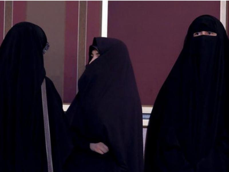 تاجکستان میں بھی خواتین کے نقاب کرنے پر پابندی لگادی گئی