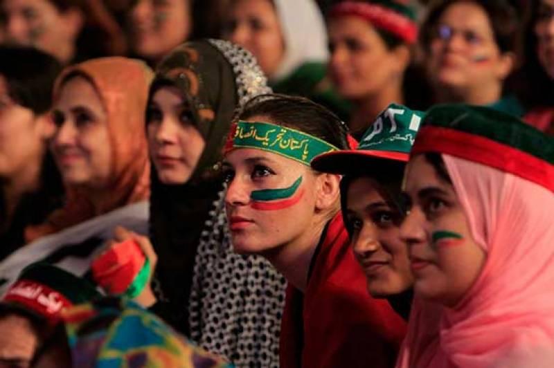 مال روڈ کے تاجر عہدیدار عابد مشتاق کی پی ٹی آئی کی خواتین سے بد تمیزی