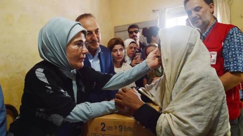 ترک خاتون اول برما پہنچ گئی ٗ روہنگیا مسلمانوں میں امدادی سامان تقسیم کیا