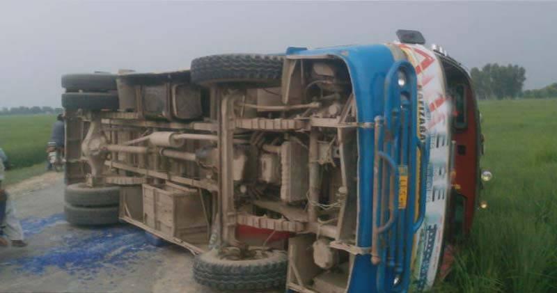 جلالپور بھٹیاں: نجی کالج کی بس کو حادثہ ،2 طالب علم جاں بحق ، 15 زخمی