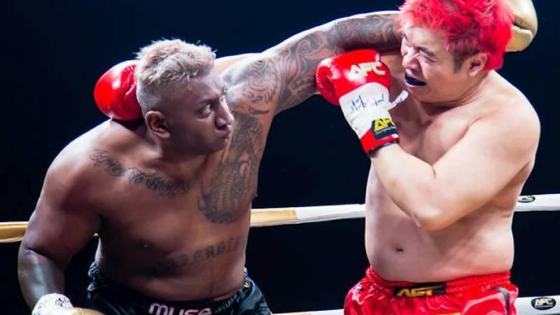 سنگاپور:کک باکسنگ میچ میں باکسر جان کی بازی ہار گیا